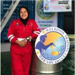 Wanita Pertama yang Menjadi Underwater Welding