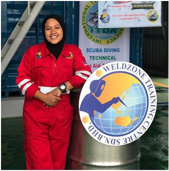 Wanita Pertama Yang Menjadi Underwater Welding Tehijo